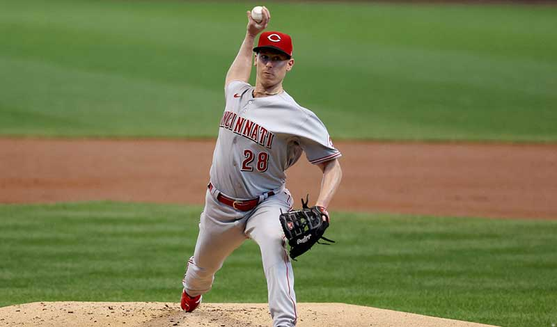 DeSclafani and Suarez Help Reds Win Against Brewers 4-1